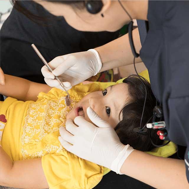 お口の発育状態を診た上歯とお口を総合管理